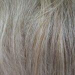 Perchè compaiono i capelli grigi nelle donne